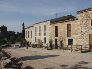 Casa-de-colonies-Castellnou-edificis-habitacions-Bruixola