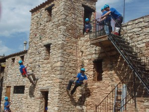Castellnou-Casa-de-colonies-escalada-aventura-Bruixola